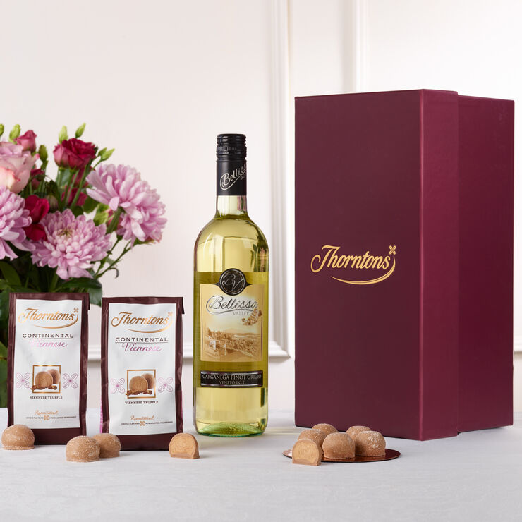 Wedding Gift Hampers Uk: White Wine And Chocolate Hamper