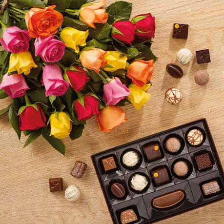 Premium Fanfare Bouquet of 20 Roses and a Continental Box